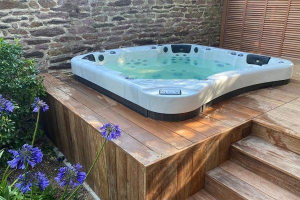 Mise en scene spa bain tourbillon enterré terrasse bois