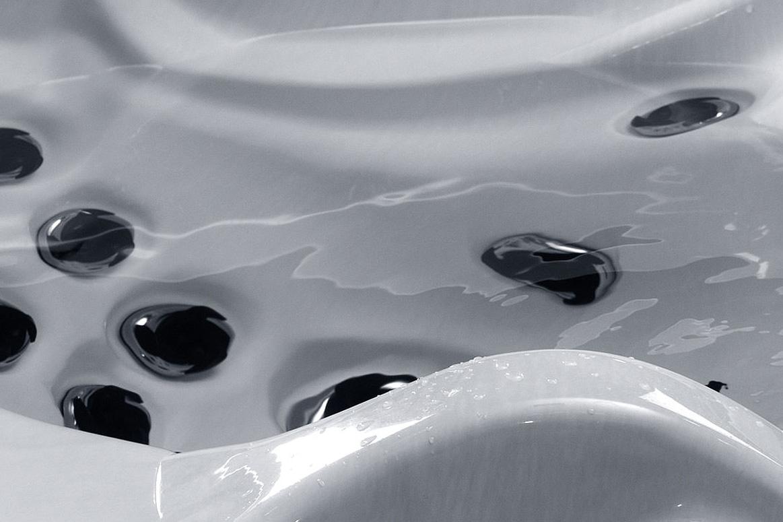 Spa et jacuzzi au sel eau limpide et christaline