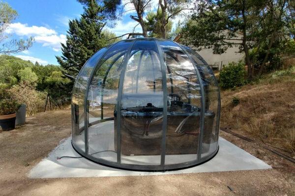 Sphère coulissante pour jacuzzi exterieur sur terrasse